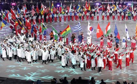 平昌オリンピック・パラリンピック2018平昌オリンピック・パラリンピック2018国旗別々で合同の入場行進 閉会式では南北関係者に温度差