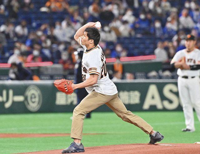 【巨人】パラ水泳・視覚障がいクラスの五輪代表 木村敬一が始球式ストライクに大きな拍手