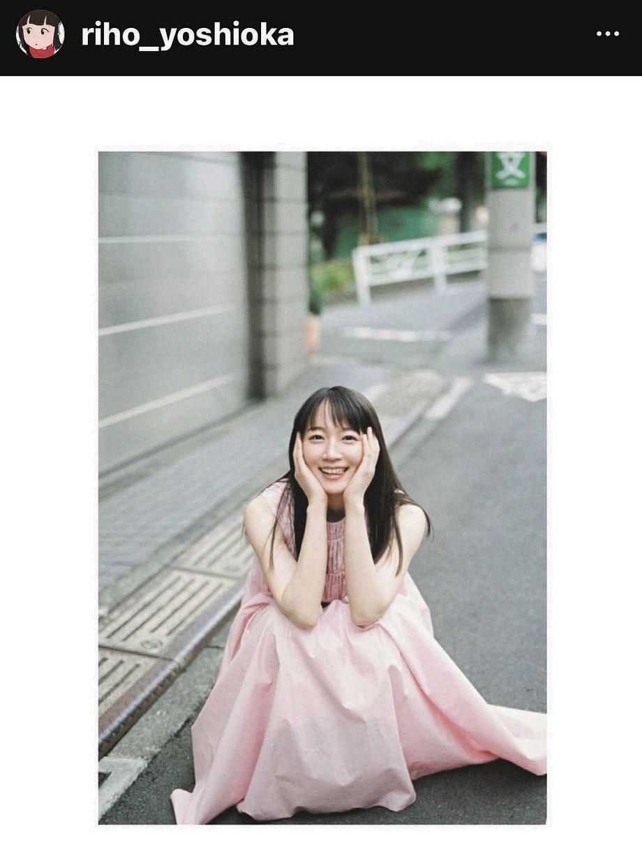 インスタグラムでテヘペロの笑顔を見せる吉岡里帆
