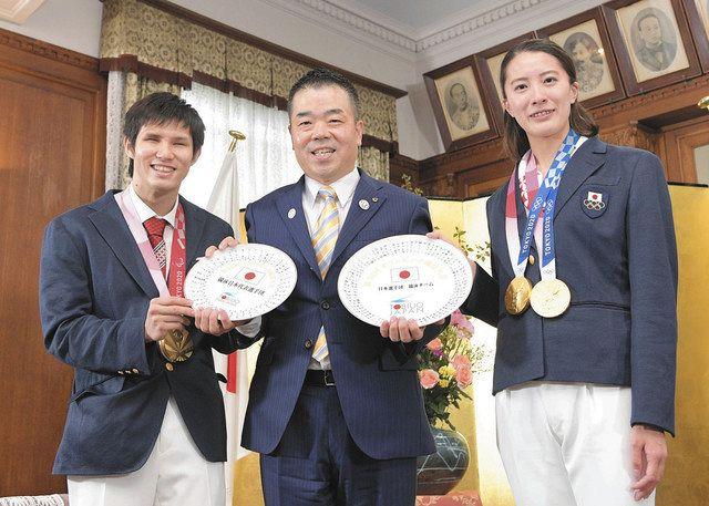 県民栄誉賞、2選手が受賞 五輪競泳2冠・大橋選手「光栄」、パラ競泳金銀・木村選手「幸せ」