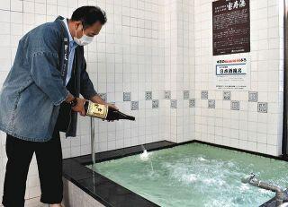 """心地 """"酔い"""" 日本酒風呂 富山の朝日湯 敬老の日に合わせ"""