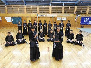 県中学剣道Vの祁答院さんと山田さん 浜松湖北高で全国目指す