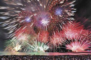 今年はおうちでCG大花火  15分間、5千発打ち上げ