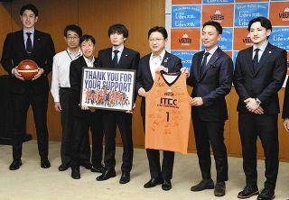 4位に飛躍、来季の糧に B3ベルテックスが静岡市長に報告
