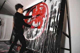 届け情熱 アーティスト山内さんが浜松で絵画展