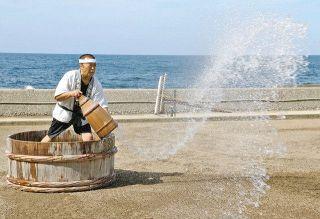 揚げ浜式 塩作り始まる 塩田村 2カ月遅れ
