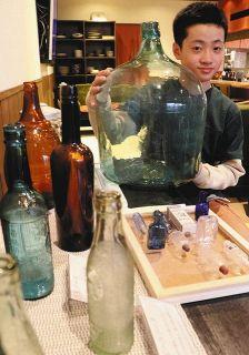ガラス瓶 輝くレトロ感 明治-昭和の70点 白山で展示