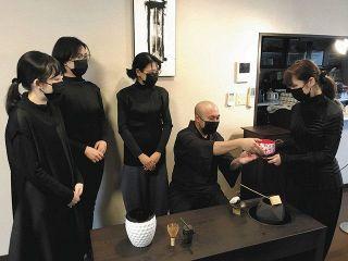 【石川】アートな茶会 心にも余白を リ・ウーハンさん作品と北陸の工芸家