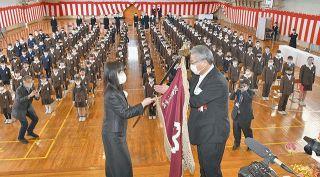 統合へ 敦賀北小閉校 149年の歴史に幕 住民らと感謝の風船飛ばす