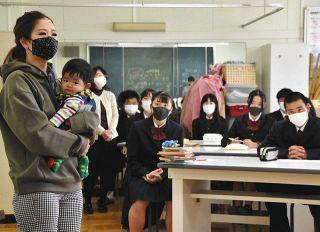 子育てママさんが体験談 浜松湖東高生、楽しさや苦労学ぶ