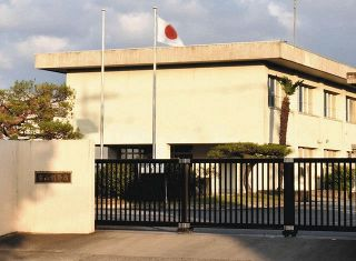 マスク 悩める刑務所 感染予防策も 監視しづらく 富山、今月から着用「会話気付かぬ恐れ」