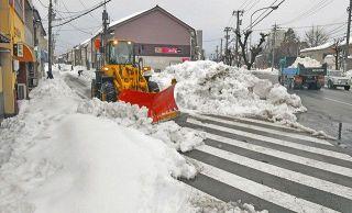 生活道路の除雪本格化 中部縦貫道 通行止め解除 県内大雪