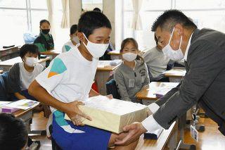 1億円「思った以上に重い」 掛川・西郷小で租税教室