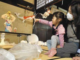 旧家の和室や軒先などに展示 掛川で「文化展」