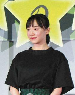 芦田愛菜「つらかった…」先生役の岡田将生の当たりが強く本音ポロリも「今度は仲のいい役で」と笑顔