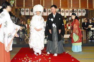 2度の延期 夫婦乗り越え 高岡関野神社 1年ぶり神前結婚式