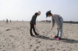 ウミガメおいで 浜松市内の海岸でクリーン作戦
