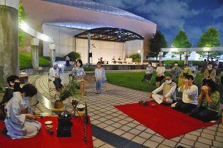 屋上公園を茶席に十六夜の月楽しむ 浜松