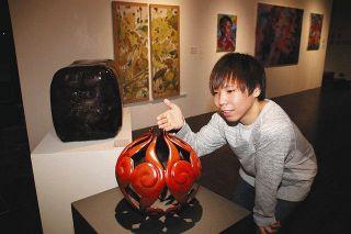 金沢美大生 コロナ支援訴える展示 返礼作品 苦難乗り越え 油彩や置物 力作ぞろい