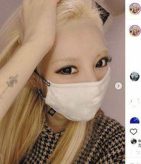 【写真】加藤紗里が披露した「クロムハーツ」のマスク姿