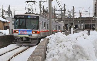 北鉄 夜通し除雪運転 大雪に負けず ほぼ通常運行