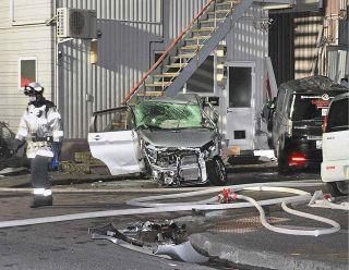 福井でパトカー追跡の車事故 軽と衝突3人死傷